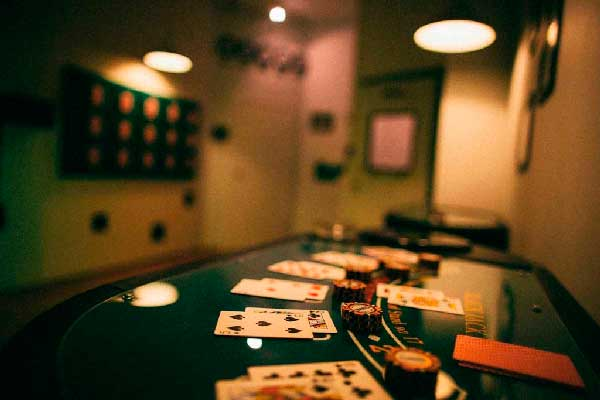 Квест: Карты, Деньги, Два стола